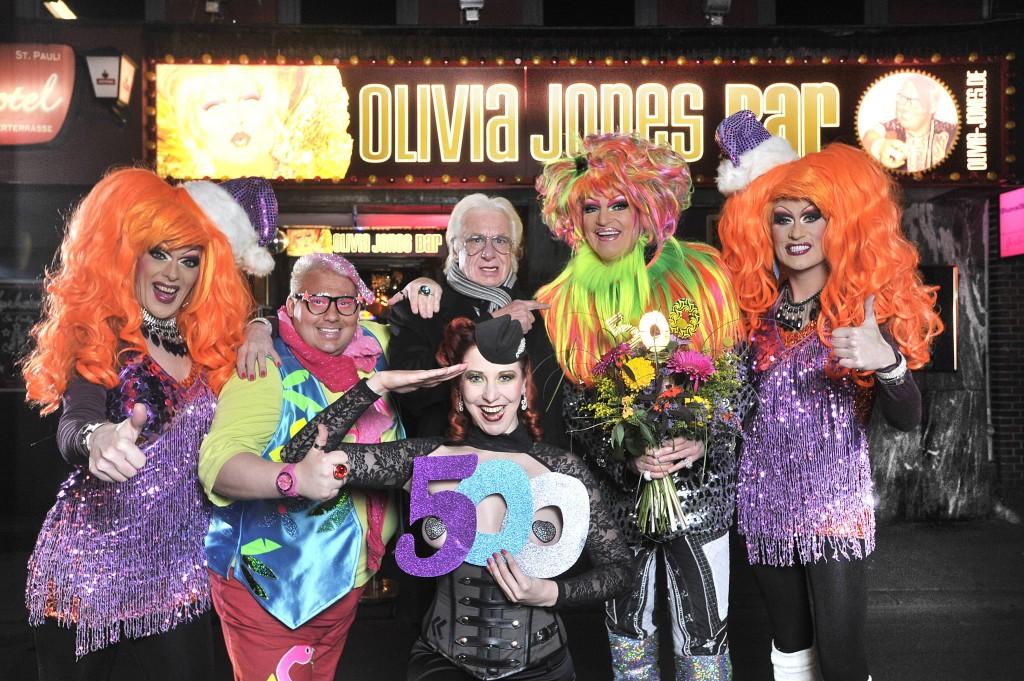 Der Blonde Hans mit Olivia-Jones-Familie zur 500. Kieztour (c) Henning Scheffen